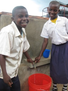 Mkurumuzi Primary School - pupils at hand tank