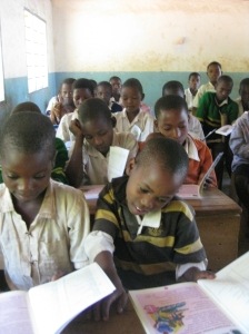 Yamba pupils reading new books